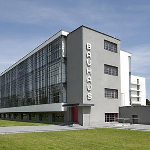 Bauhausgebäude Dessau © Tadashi Okochi