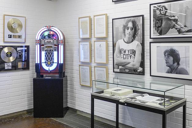 Blick in die John Lennon Ausstellung