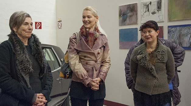 Sarah Heitkemper, Vorsitzenede des Kunstvereins) eröffnet die Veranstaltung