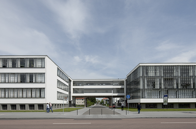 Bauhausgebäude Dessau Westseite © Tadashi Okochi