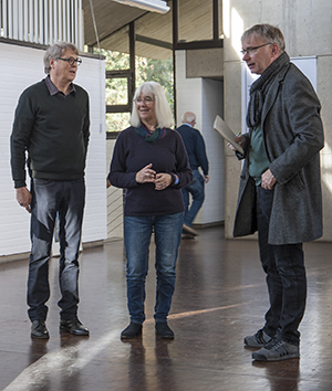 M. Heiner (links) mit Ehefrau und Presse